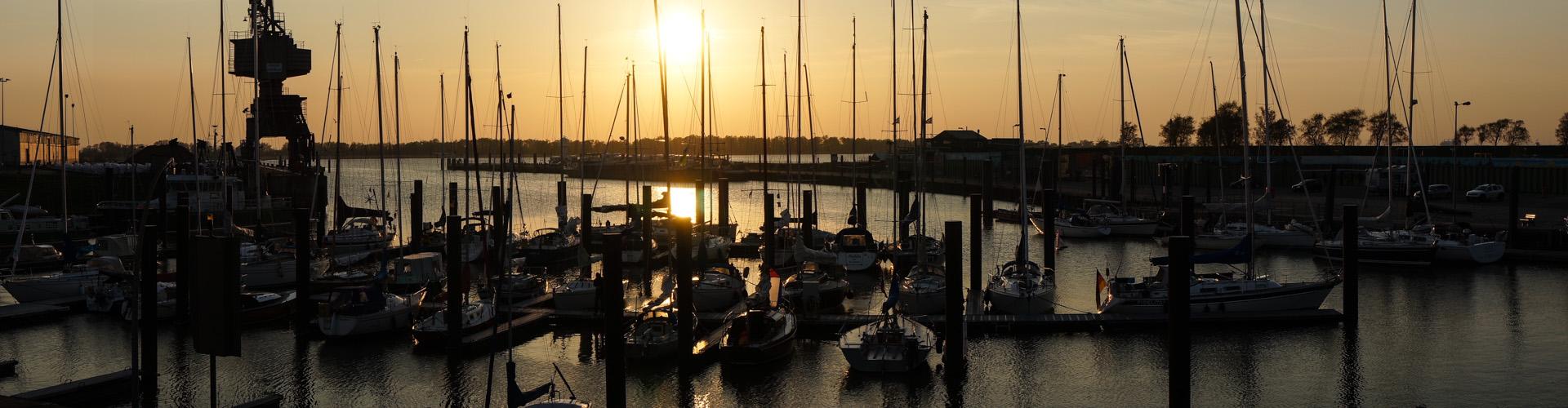 Abendstimmung im Hafen / Outer harbour