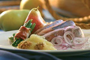 Matjes ganz traditionell – Matjes mit Birnen, Bohnen und Speck