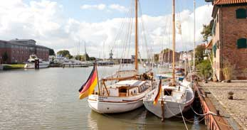 Mit dem Schiff / By ship