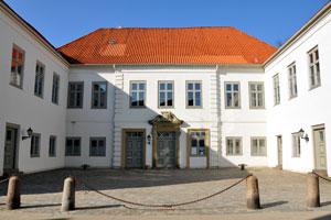 Volkshochschule / Adult Education Centre