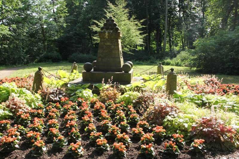 Das-lebende-Denkmal (c) Dux
