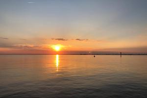 Sonnenuntergang auf der Elbe (c) Wunschtörn