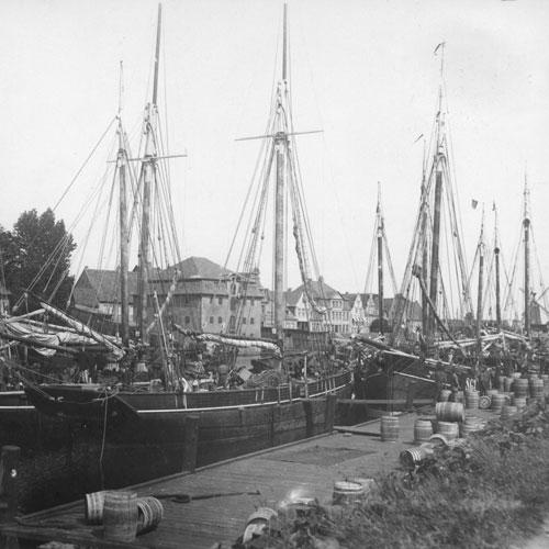 Heringslogger im Hafen (c) Detlefsen Museum